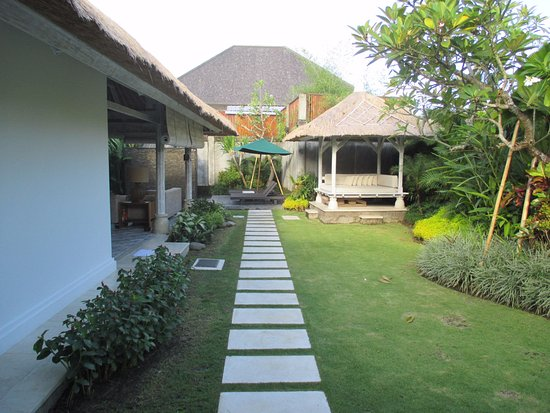 Serene Villas: From the front entrance looking towards the pool