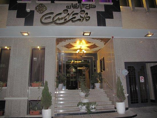 Hasht Behesht Apart. Hotel: Отель начинается с парадного!
