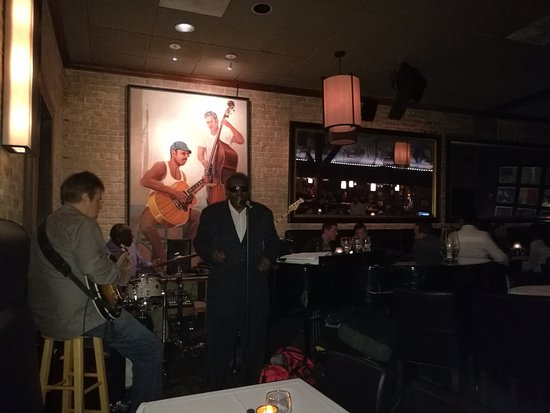 Eddie V's Prime Seafood: Band playing live