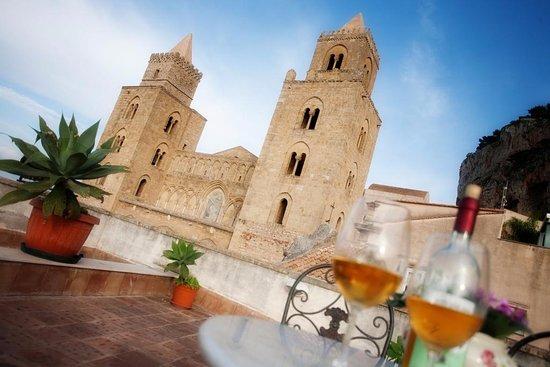 Vista del Duomo di Cefalù dalla terrazza di Palazzo Maria
