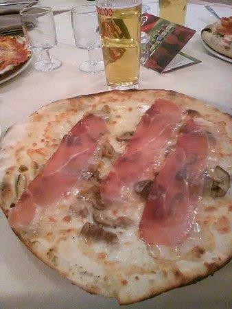 Castel Sant'Elia, Italia: Pizza alla romana