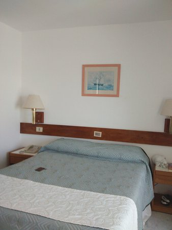 Hotel Ricadi: interior habitación