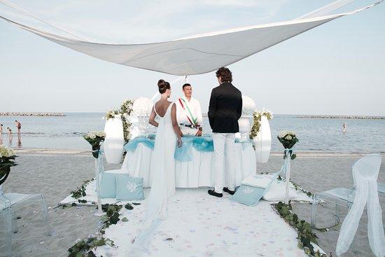 Matrimonio In Spiaggia Europa : Matrimonio sulla spiaggia beach mariage picture of
