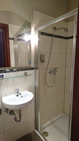 Hotel Hamburg Altona: Das Bad zu Zimmer 13