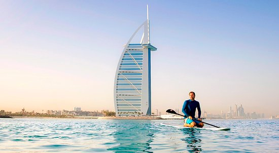 Dubai, Verenigde Arabische Emiraten: Enjoy the blue water around Burj Al Arab