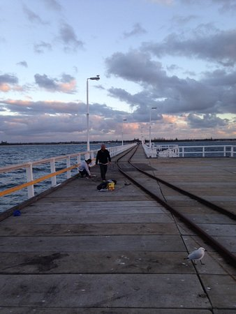 Busselton, ออสเตรเลีย: Looking back from end of jetty