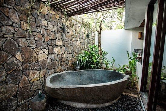 Jeeva Klui Resort Stone Bath In Spa Room