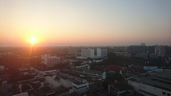 Duangtawan Hotel Chiang Mai: Sunrise from the room