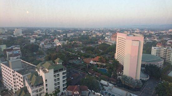 Duangtawan Hotel Chiang Mai: high rise