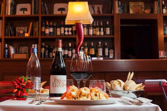 Dal Bolognese: Una proposta gastronomica di livello, accompagnata da etichette selezionate.