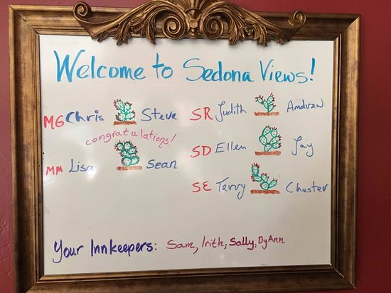 Sedona Views Bed and Breakfast: personalized welcome board at breakfast