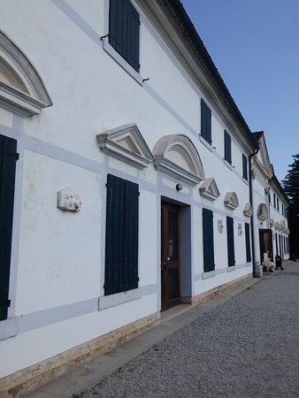 Mirano, Italy: la barchessa