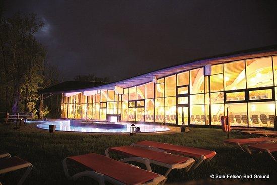 Gmuend, النمسا: Sole-Relax-Lagune bei Nacht