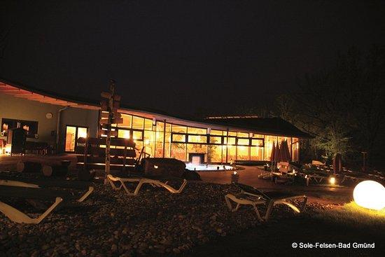 Gmuend, Austria: Sauna-Relax-Lagune bei Nacht