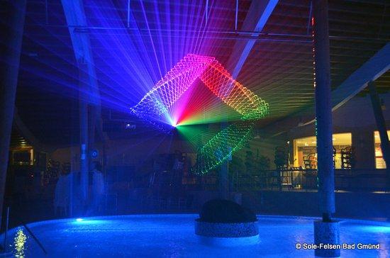 Gmuend, Austria: Atemberaubende Musik-Lasershow in der Badewelt