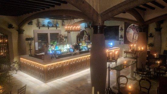 Arta: Main bar area