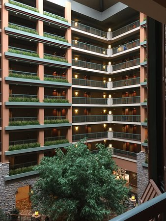 Chateau on the Lake Resort & Spa: Interior Hotel from 2nd floor