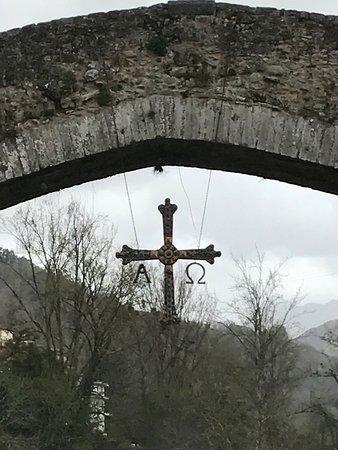 Puente Romano: Escudo colgante de Asturias