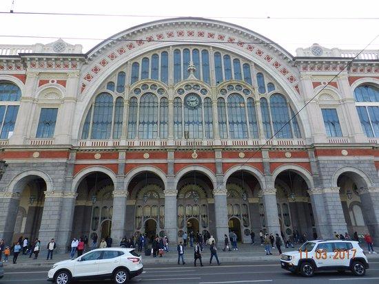 La parte centrale della facciata torino porta nuova - Orari treni porta nuova torino ...