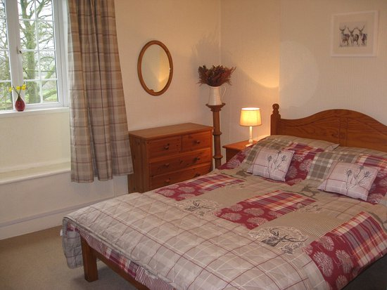 Penharget Farm: Our Double En-suite Room with far reaching Countryside Views