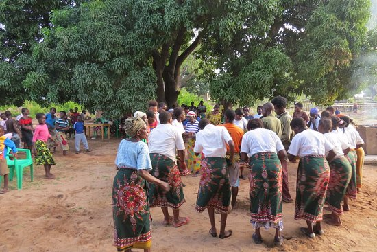 Ulisa Bay Lodge: Traditional Dancing at the Lodge