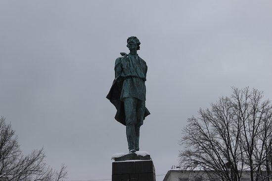 Gorky Statue: Памятник Максиму Горькому