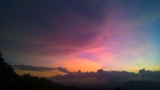 Provincia Central, Sri Lanka: Sunset from top of the Hanthana Mounten.