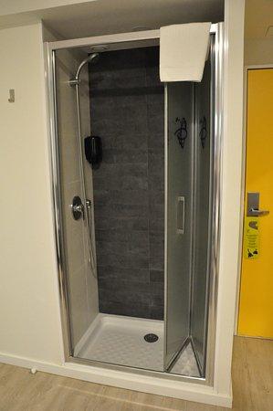 Armilla, Spain: Shower.