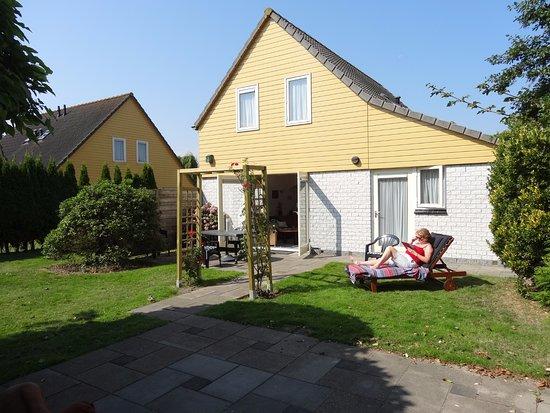 Wemeldinge, Niederlande: Super relaxed in de tuin op het zuiden.