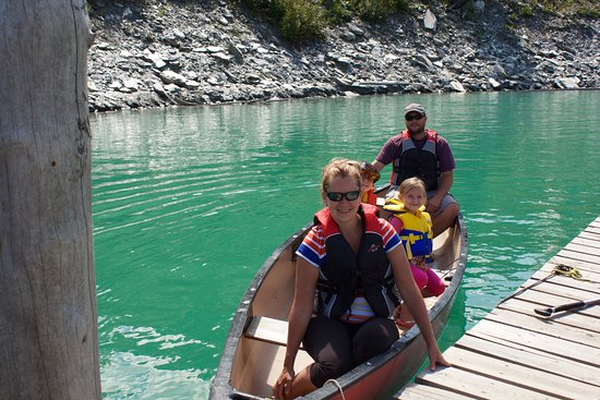 Beavermouth, Canada: canoe and lifejacket rentals available