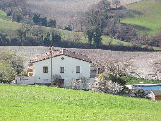 Arcevia, Italy: zijaanzicht casa - lente