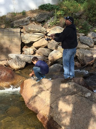 Blackhawk Lodges: enjoying the fishing