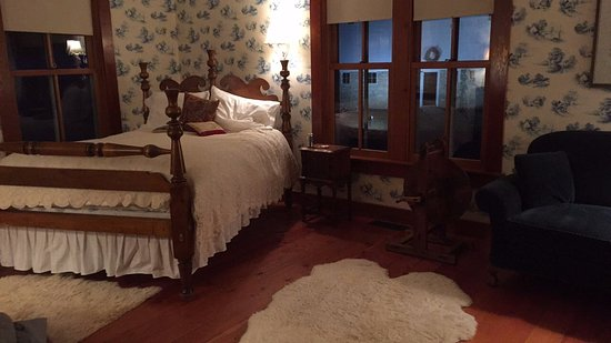 Round Barn Farm B&B: Spinning Suite at night