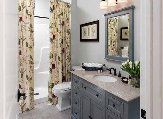 Afton, VA: Nature Walk En suite Bathroom