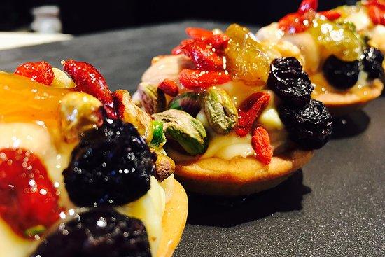 Restaurante Miramar: Tartaleta con crema pastelera y frutos secos
