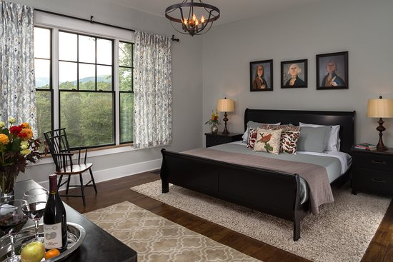 Afton, VA: Founders Luxury Suite King with Private Deck and Ensuite Bath