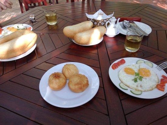 Phan Rang-Thap Cham, Vietnam: Завтрак в ресторане (по меню)