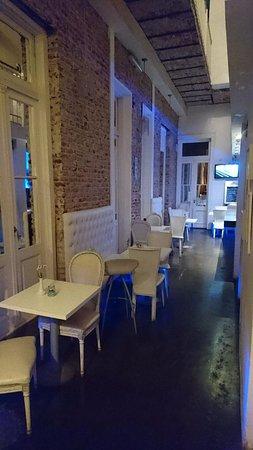 Blue Soho Hotel: Recepção e área de café da manhã no mesmo espaço