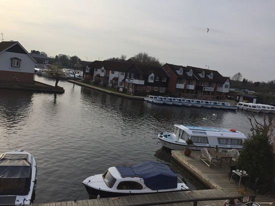 Wroxham, UK: Picture taken with friends on the rooms balcony