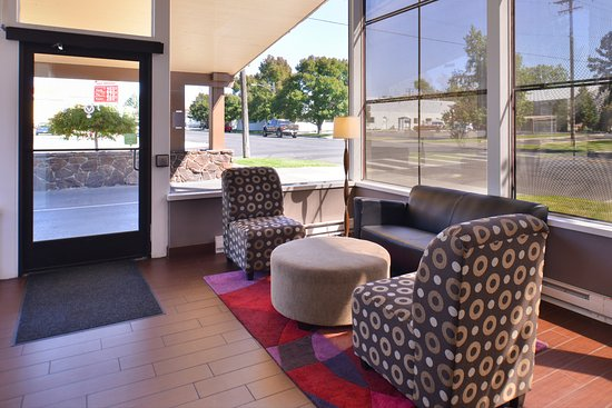 Red Lion Inn & Suites Walla Walla: Lobby, sitting area