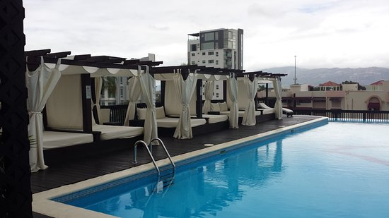 Hodelpa Gran Almirante Hotel & Casino: roof top pool. great view.