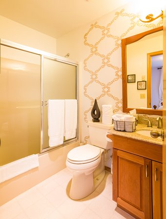 Columbia Falls, MT : Conifer Ensuite bathroom