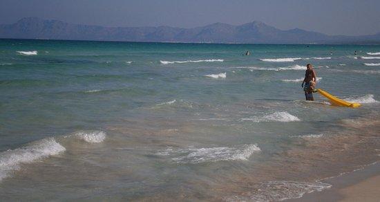 Sa Cova: Foto tomada entre Alcúdia y Can Picafort (Playa de Muro) con la Sierra de Llevant al fondo.