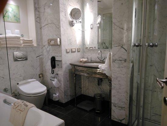 Hotel Balzac Photo