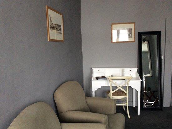 Porche d\'entrée - Picture of Hotel La Licorne, Lyons-la-Foret ...