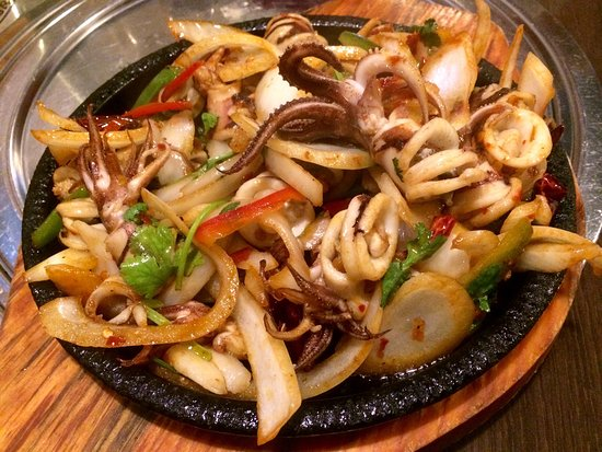 Hi Lan: Sizzling octopus? Looks like squid to me 😉