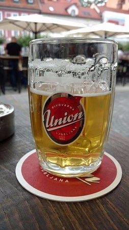 Mescanka: Cervejinha eslovena no Bar que fica embaixo do Hotel.