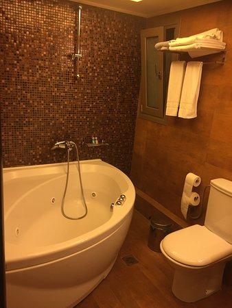Hotel Olympic: Bathroom