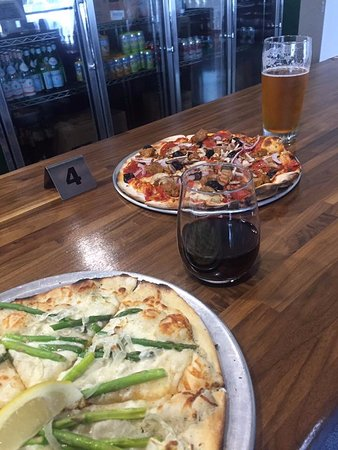 Tualatin, Oregón: Yummy wood-fired pizzas.