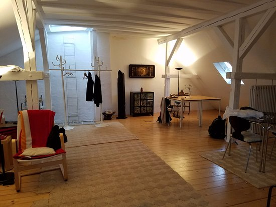 Pension Aller : huge space, with a little kitchen